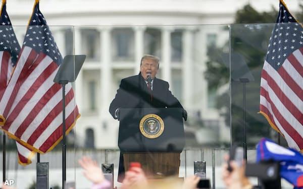 トランプ氏の演説は世界を揺らしてきた(議会襲撃事件のきっかけと批判される1月6日の演説、ワシントン)=AP