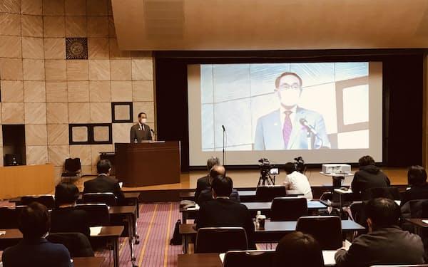 新型コロナウイルスワクチン接種体制の説明会であいさつする埼玉県の大野元裕知事(15日、さいたま市)