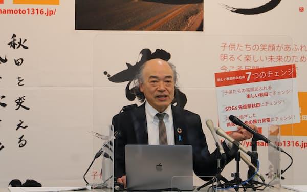 秋田県知事選に出馬を表明した山本久博氏(18日、秋田県庁)