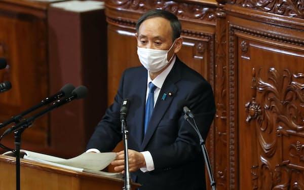 衆院本会議で施政方針演説をする菅首相(18日)