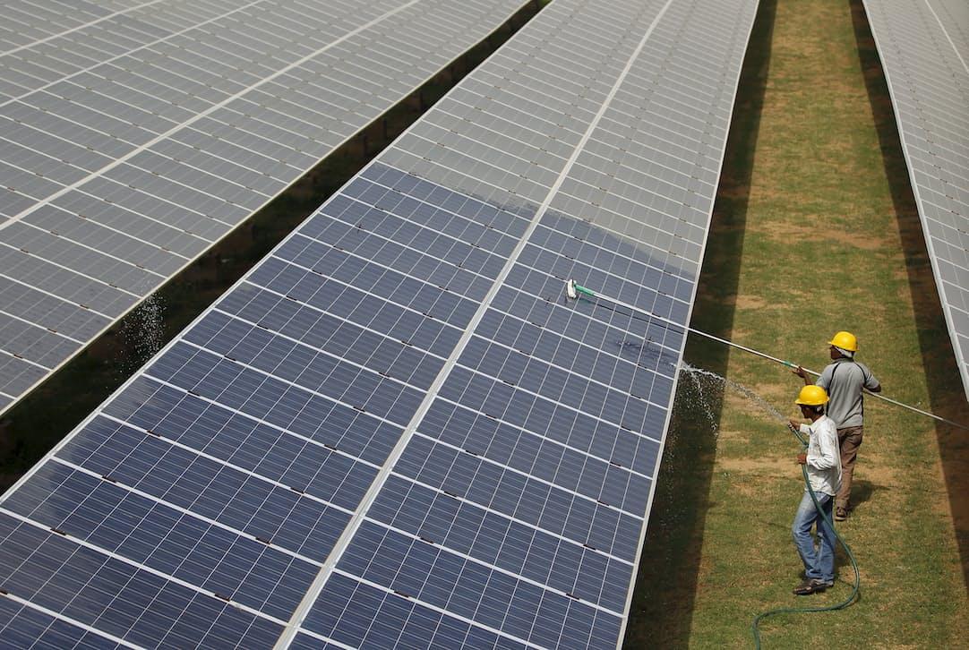 インド各地で太陽光発電所の建設が進んでいる=ロイター