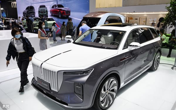 北京国際モーターショーに出展した中国メーカーのブース=2020年9月=共同