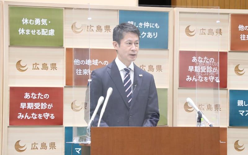 記者会見する湯崎英彦知事(19日、広島県庁)