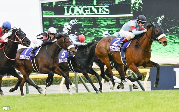ジャパンCで牡牝の三冠馬を破ったアーモンドアイが20年の年度代表馬に選ばれた=共同