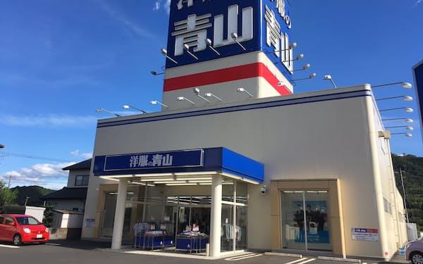 地方や郊外の400店舗でスーツ売り場を縮小する