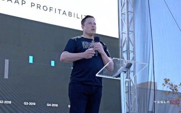米電気自動車(EV)メーカーのテスラは、2020年のコロナショック後に訪れたハイテク相場で大きく上昇。年初から約8倍になった。21年に入っても連騰し、創業者のイーロン・マスク最高経営責任者(CEO)は世界最大の富豪に浮上した