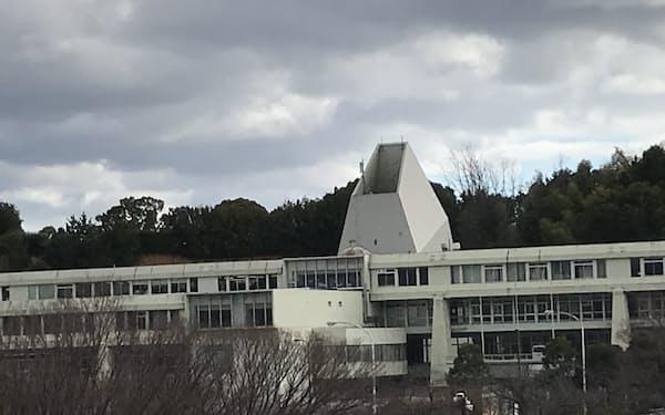 万博記念ビルは1970年の大阪万博の本部ビルとして建設された(大阪府吹田市)