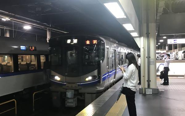 金沢ー敦賀間のJR北陸線は石川・福井両県の第三セクターに移管される(金沢駅)