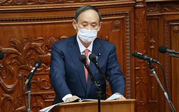 衆院本会議で立憲民主党の枝野代表の質問に答える菅首相(20日)