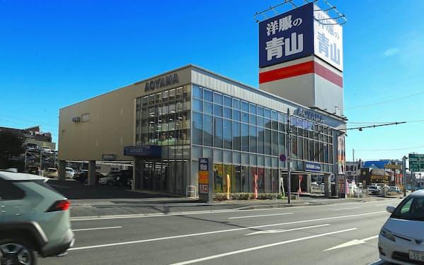 主力の郊外型ロードサイド店舗(千葉県船橋市の洋服の青山 西船橋店)