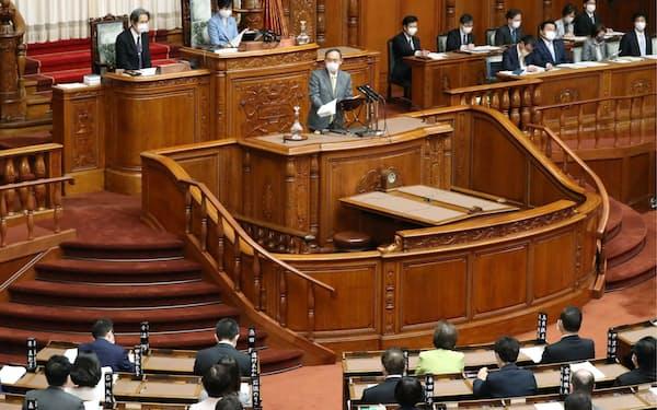 代表質問が行われた参院本会議で答弁する菅首相(21日)