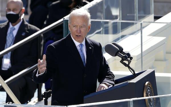 バイデン新大統領は就任式での演説で「同盟を修復し、世界に関与する」と訴えた=ロイター