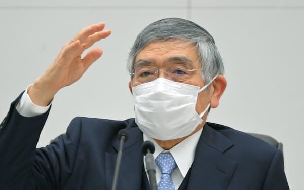 記者会見する黒田日銀総裁(21日、日銀本店)=代表撮影
