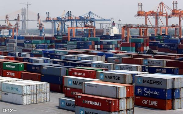 米中貿易戦争の余波でベトナムの対米輸出は拡大(北部ハイフォン市のコンテナ港)=ロイター