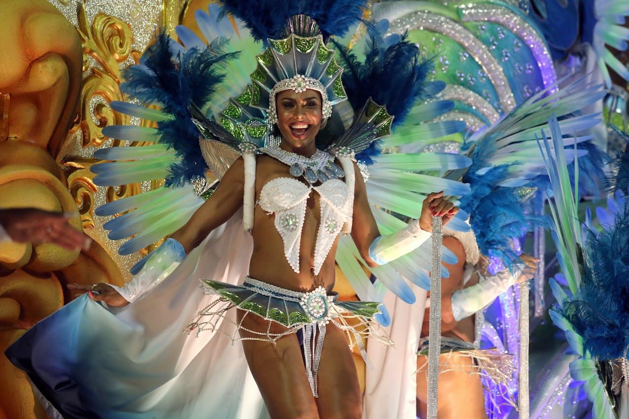 カーニバルはブラジル最大の観光イベントだ(2020年2月、リオデジャネイロ)=ロイター