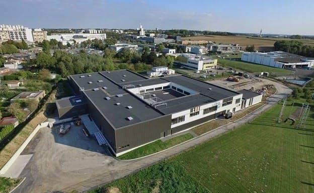 新工場に移転してラマン分光分析装置を増産する