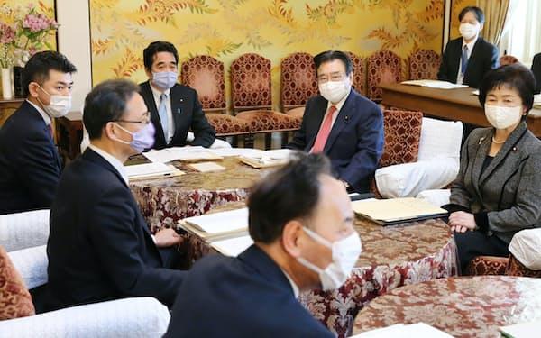 国会内で開かれた新型コロナに関する政府・与野党連絡協議会(22日)