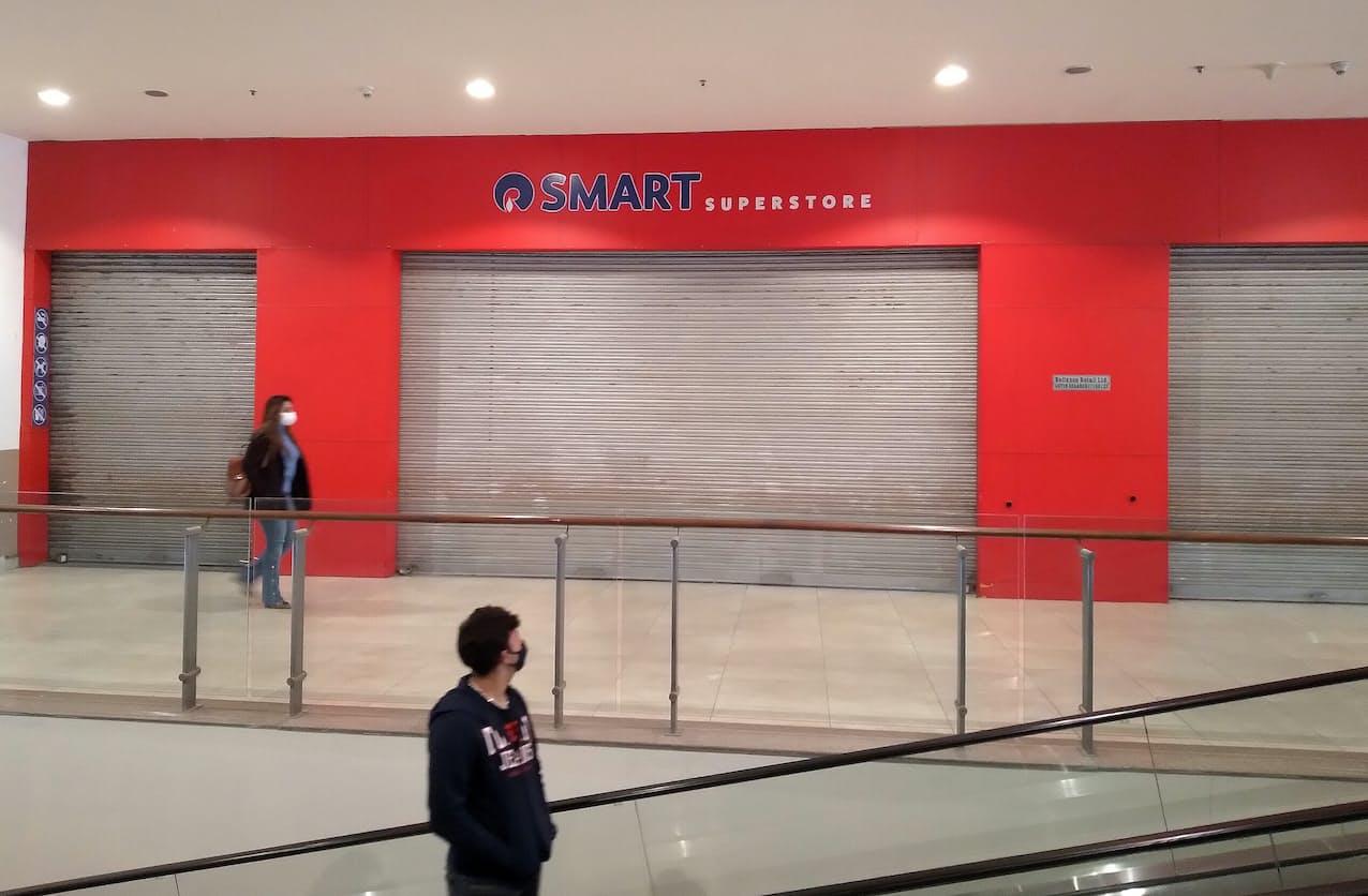 小売業は実店舗の一部閉鎖が続いた(8日、北部チャンディガル)=ロイター