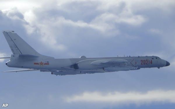 20年9月には中国軍機が台湾海峡の中間線を越え台湾側に侵入した=AP
