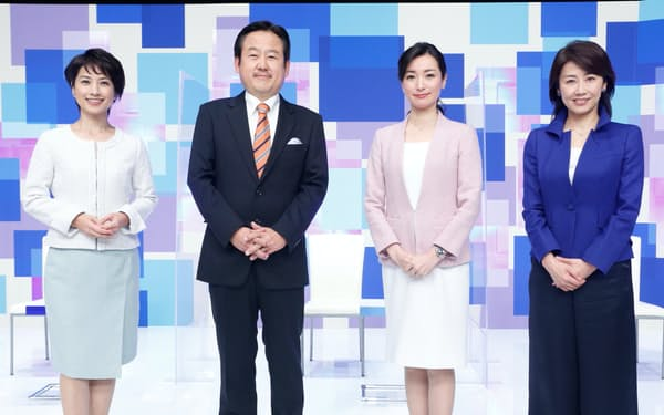 日経ニュースプラス9とWBSの出演者(左から榎戸教子氏、山川龍雄氏、大江麻理子氏、佐々木明子氏)