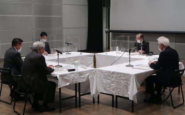 広島市で開かれたサッカースタジアム建設推進会議(25日)