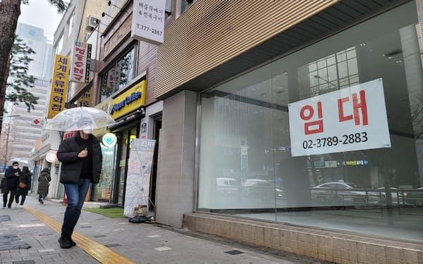 ソウル中心部の繁華街には空き店舗が目立つ