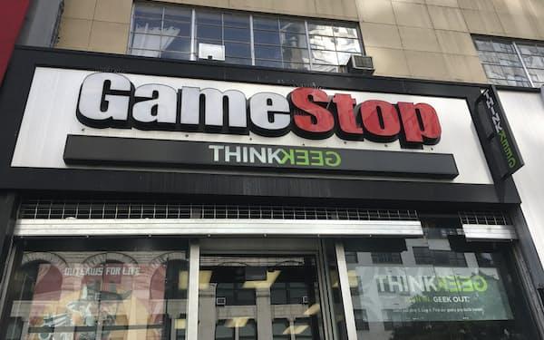 店舗閉鎖など業績は悪化しているのに株価が暴騰したゲームストップの店舗=AP