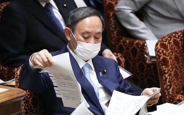 参院予算委に臨む菅首相(27日午前)