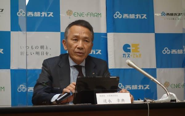 2020年4~12月期決算を説明する道永幸典社長(28日、福岡市)