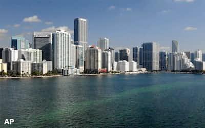 マイアミの金融機関が集まるブリッケル・アベニュー周辺地域=AP
