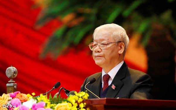共産党書記長として3期目に入るチョン氏(1月26日、ハノイ市での第13回党大会)=ロイター