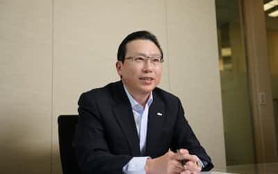東京・港のSBJ銀行本店でインタビューを受ける新韓銀行の田弼煥(ジョン・ピルファン)副頭取