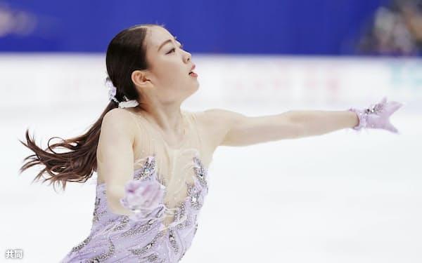 全日本フィギュアを制した紀平。北京五輪はロシア勢との競争となりそうだ=共同