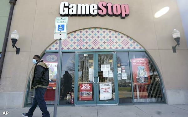 日本の個人投資家の間でもゲームストップ株の売買が盛り上がっている(米テキサス州の同社店舗)=AP