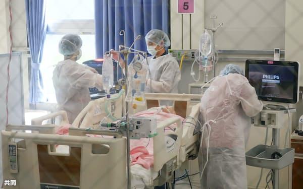 「大阪コロナ重症センター」で行われた医療研修=2020年12月、大阪市