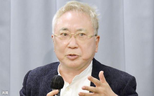 愛知県庁で記者会見する高須克弥院長(4日午後)=共同