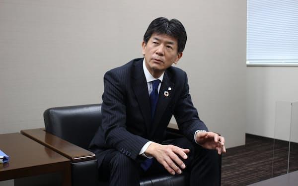 インタビューに答える武蔵野銀行の長堀頭取