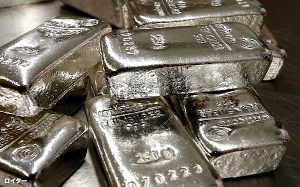 NY銀先物は一時8年ぶり高値に急騰した(ロイター=共同)