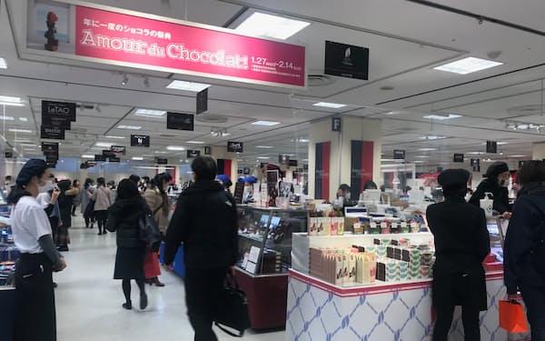 新型コロナで店頭への集客が難しい中、百貨店は様々な工夫を凝らす(東京・渋谷の高島屋新宿店)