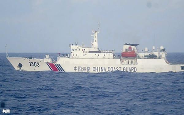沖縄県・尖閣諸島周辺の接続水域を航行する中国海警局の艦船(2020年11月)=第11管区海上保安本部提供