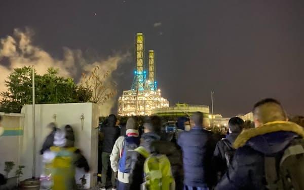 JR鶴見線を巡る工場夜景ツアーは即日完売だった(2020年12月)