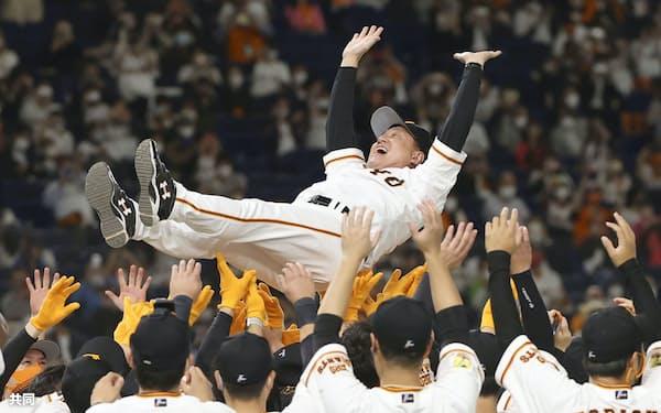 昨年の優勝争いは両リーグともに大差がついた。セ・リーグは2位阪神に7・5ゲーム差をつけて2連覇=共同