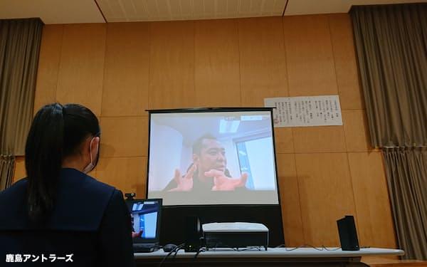 1月末、鹿島の小泉文明社長が行方市立玉造中学校の生徒に向けて行ったリモート授業
