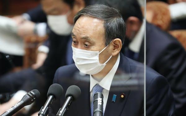 衆院予算委で答弁する菅首相(8日午前)