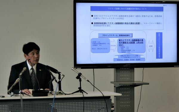 ワクチン接種に向けた体制強化について説明する樋口雄一市長(9日、甲府市役所)