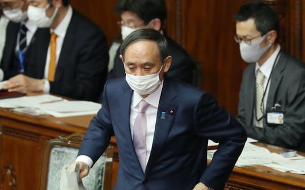 3月危機が永田町で取り沙汰される(国会で答弁に臨む菅首相)