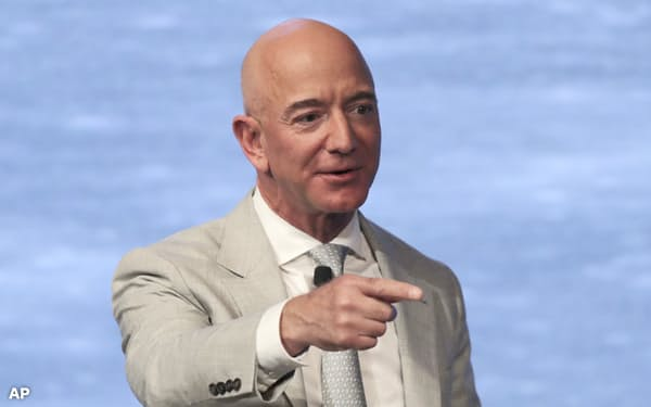 ベゾスCEOは取締役執行会長として引き続きアマゾンの重要な経営判断に関与する=AP