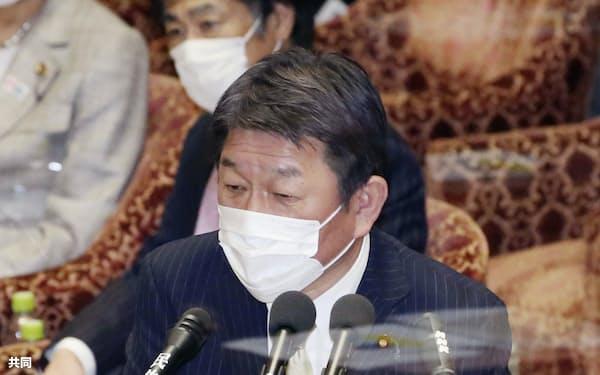 衆院予算委で答弁する茂木外相(10日午後)=共同