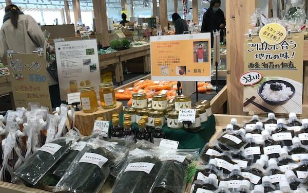 「いとまちマルシェ」では地元の農産品や加工食品などを販売する(愛媛県西条市)