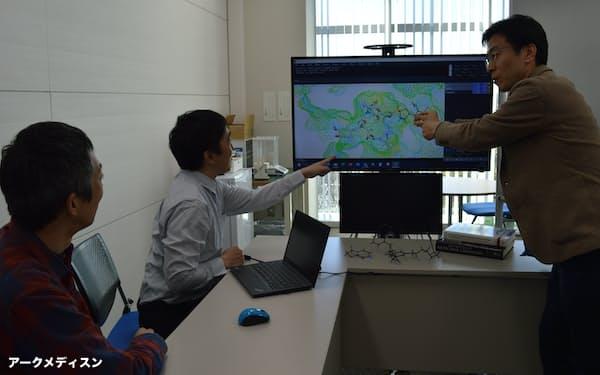 アークメディスンは独自の創薬合成技術で開発候補品を次々と創出する(茨城県つくば市)